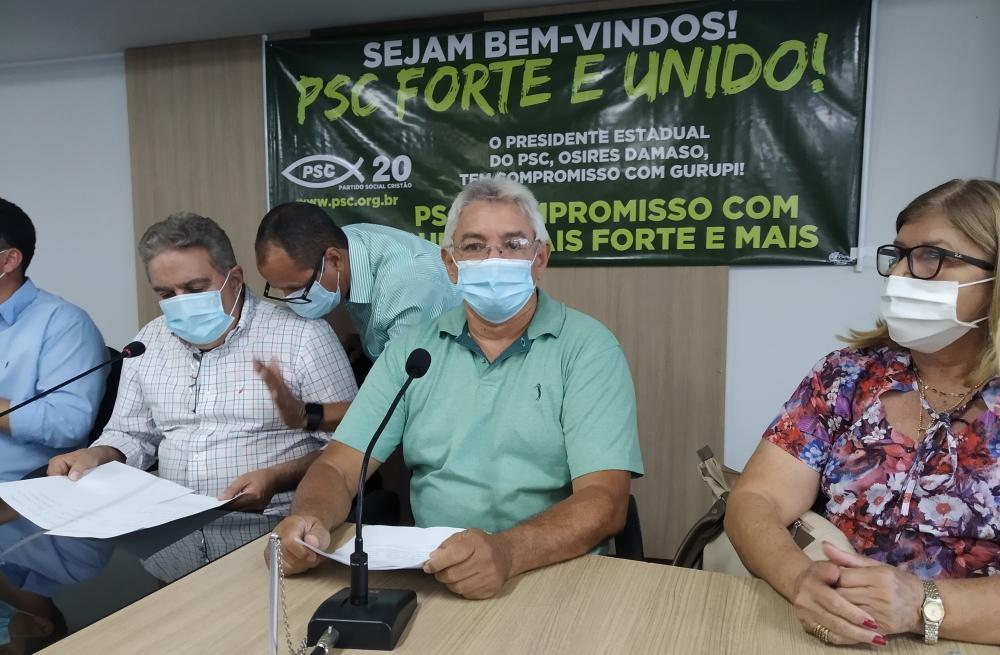 Ivan Lino (centro), presidente da sigla em Gurupi