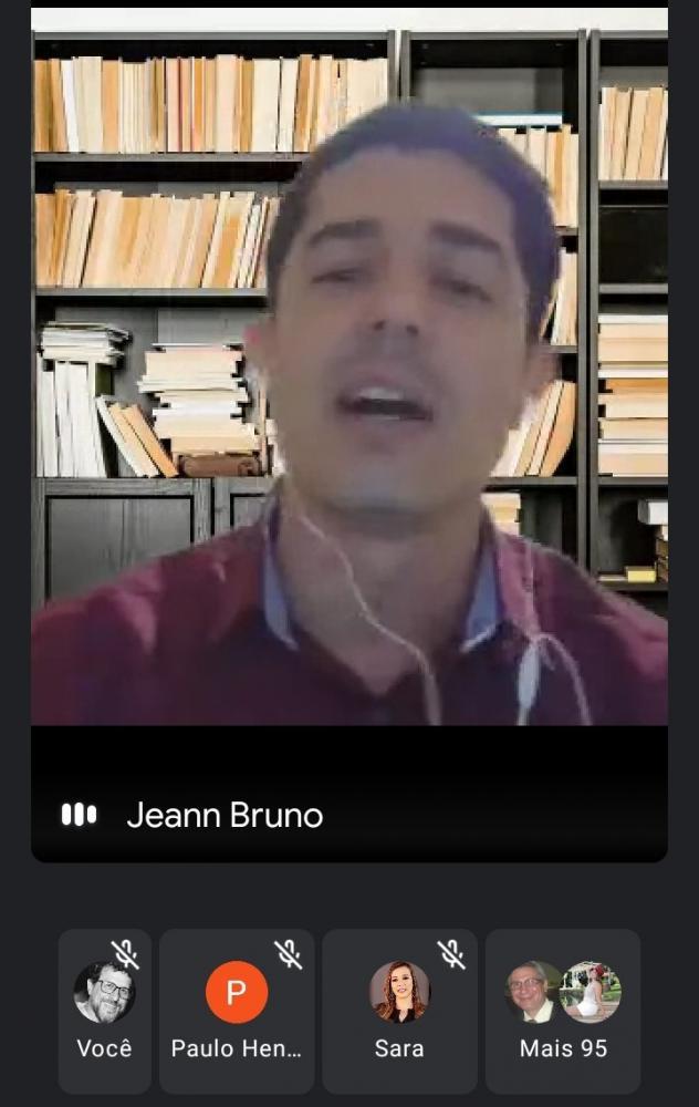 Professor Jeann fazendo a defesa em reunião online