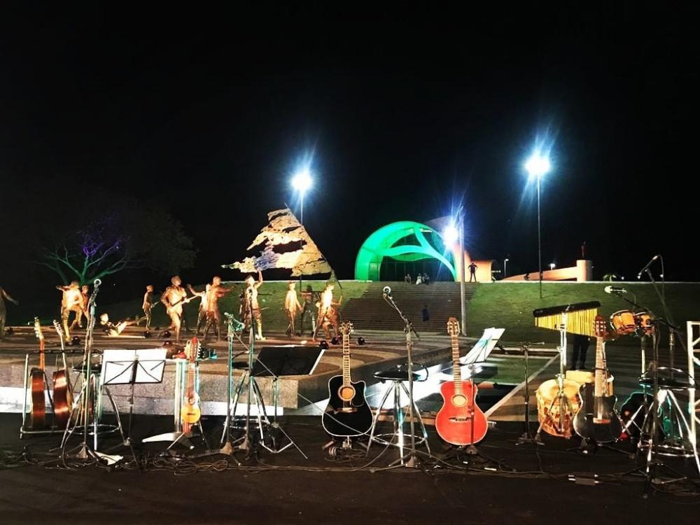 Cenário na Praça dos Girassóis; transmissão valorizou pontos turísticos